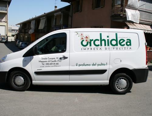 Pubblicità furgone impresa di pulizie